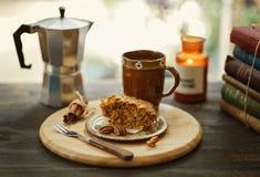 Caffè di mattina con il pezzo di dolce Immagini Stock