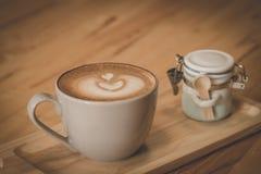 Caffè di mattina nel gray di vetro Immagini Stock