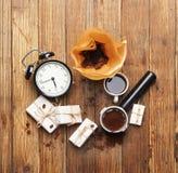 Caffè di mattina su fondo di legno fotografie stock libere da diritti