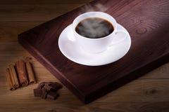Caffè di recente preparato con una selezione delle pasticcerie e delle torte Fotografia Stock Libera da Diritti