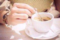 Caffè di Stiring Fotografie Stock