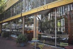 Caffè di Zuni dalla via del mercato che esamina il lato posteriore immagini stock