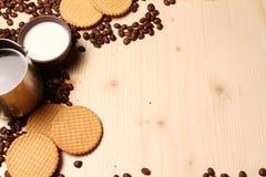 Caffè e biscotti con latte Fotografia Stock Libera da Diritti