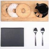 Caffè e biscotti di mattina immagini stock