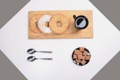 Caffè e biscotti di mattina immagini stock libere da diritti