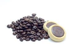 Caffè e biscotti su fondo bianco Immagini Stock Libere da Diritti