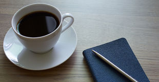 Caffè e blocco note Fotografia Stock Libera da Diritti