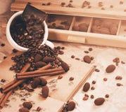Caffè e cioccolato con cannella in tazza Fotografia Stock