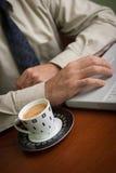 Caffè e computer portatile Fotografia Stock Libera da Diritti