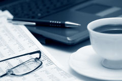 Caffè e contabilità. Fotografia Stock Libera da Diritti