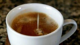 Caffè e crema stock footage