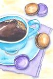 Caffè e dolci Tazza da caffè e maccherone blu su un tovagliolo lilla Fotografie Stock