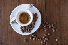 Caffè e fagioli in salsa del caffè espresso Fotografie Stock