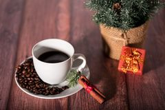 Caffè e l'altro simbolo di natale sulla tavola di legno fotografie stock