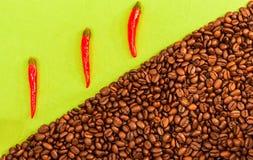 Caffè e peperoncino rosso Fotografia Stock Libera da Diritti