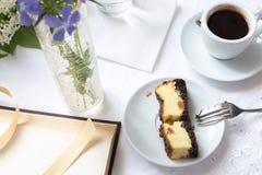 Caffè e pezzo di dolce Immagini Stock Libere da Diritti