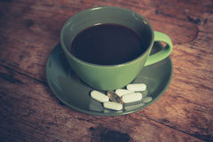 Caffè e pillole Fotografia Stock Libera da Diritti