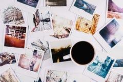 Caffè e polaroid fotografia stock