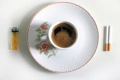 Caffè e sigarette fotografie stock libere da diritti