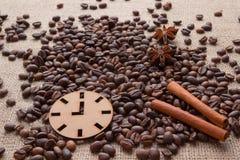 Caffè e spezie su una tavola Fotografia Stock Libera da Diritti