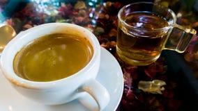 Caffè e tè in caffè Immagini Stock Libere da Diritti
