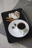 Caffè e tiramisù caldi Immagini Stock