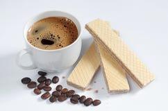 Caffè e wafer con cioccolato fotografie stock