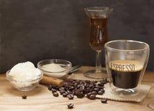 Caffè espresso con liquore Fotografie Stock Libere da Diritti