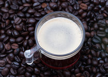 Caffè espresso un colpo e chicchi di caffè Fotografia Stock Libera da Diritti