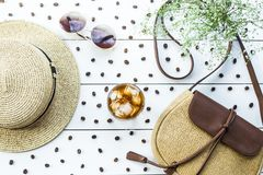 Caffè freddo fra gli accessori di estate Fotografia Stock