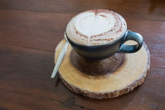 Caffè fresco del caffè del caffè caldo in tazza Fotografie Stock Libere da Diritti