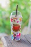 Caffè ghiacciato con fondo vago Fotografia Stock