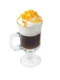 Caffè irlandese isolato su priorità bassa bianca. fotografia stock