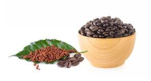 Caffè istantaneo con il caffè delle foglie fotografia stock