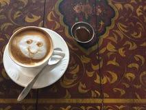 Caffè Latte Caffè Tounge fuori immagine stock