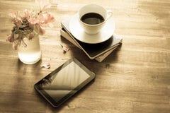 Caffè leggente e bevente immagini stock