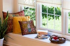 Caffè, libri e cuscini all'angolo della lettura Fotografia Stock Libera da Diritti