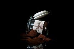 Caffè macinato in un barattolo di vetro Fotografia Stock Libera da Diritti