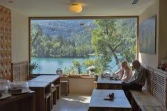 Caffè nel lago sanguinato in Slovenia Fotografia Stock