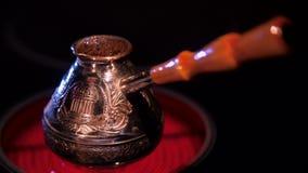 Caffè nel Turco su un piatto stock footage