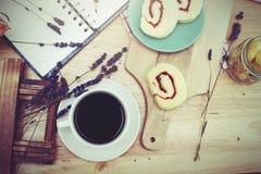 caffè nero con il bekery Fotografie Stock
