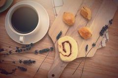 caffè nero con il bekery Immagine Stock Libera da Diritti