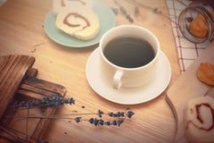 caffè nero con il bekery Immagine Stock
