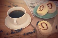 caffè nero con il bekery Immagini Stock Libere da Diritti