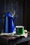 Caffè nero e caffettiera appena fatti immagini stock libere da diritti