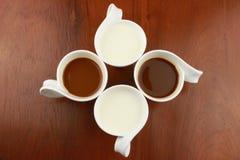 Caffè nero e latte bianco Fotografie Stock