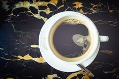 Caffè nero su mable nero Fotografie Stock