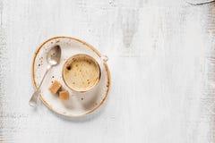 Caffè nero su un fondo di legno di lite Immagini Stock Libere da Diritti