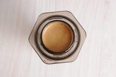 Caffè professionale che fa i aeropress del caffè Fotografia Stock Libera da Diritti
