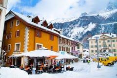 Caffè, ristorante nel centro della città, Chamonix-Mont-Blanc, Francia Fotografie Stock Libere da Diritti